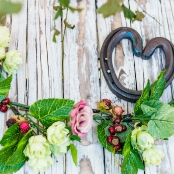 Heart horse shoe with flowers